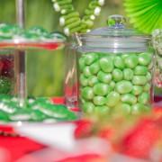 Grüne Bonbons und Gummifrösche