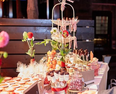 Große Candy Bar in Rot / Weiß