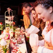 Gäste an Candy Bar in München P1